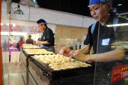 cooking takoyaki 500x335 Mitsuwas Japanese Gourmet Foods Fair   5/29/10