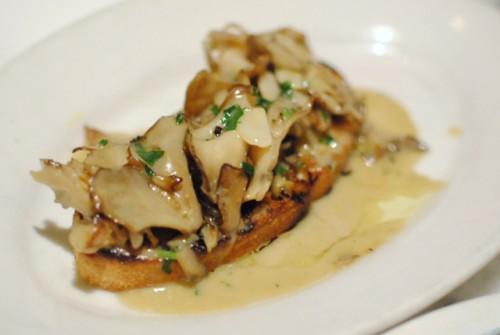 mushroom toast 500x335 Gjelina (Venice, CA)